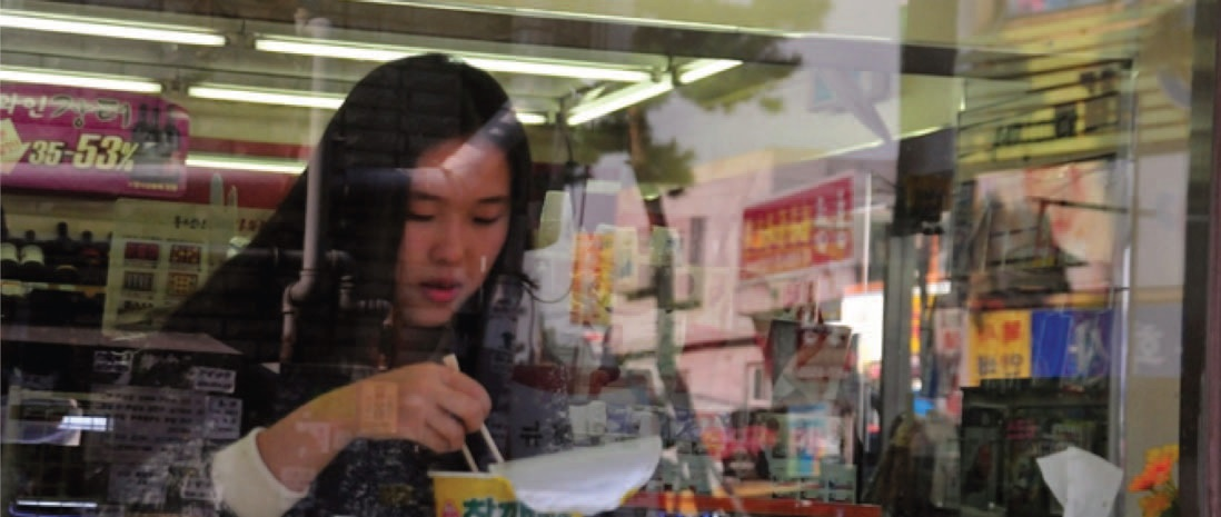 Student having a quick mealin convenient store. (Google)